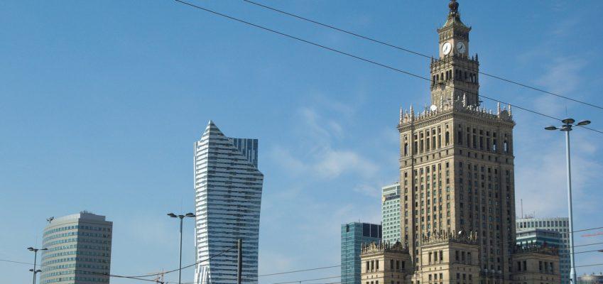 """""""Turystyka upadłościowa"""" do Warszawy. Dlaczego tam i na czym polega"""